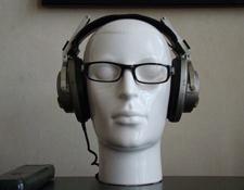 https://audiophilereview.com/images/AR-earphonefit4a225.jpg
