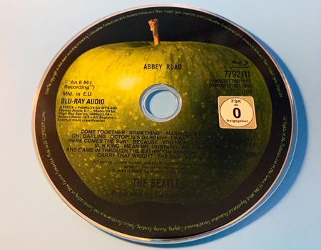 https://audiophilereview.com/images/BeatlesAbbeyRoad50BlurayDisc450.jpg