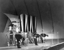 http://audiophilereview.com/images/BeatlesHollywoodBowlStageShot225.jpg