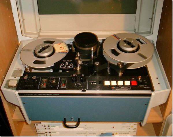 http://audiophilereview.com/images/Decca%20IVC%20Transport.jpg
