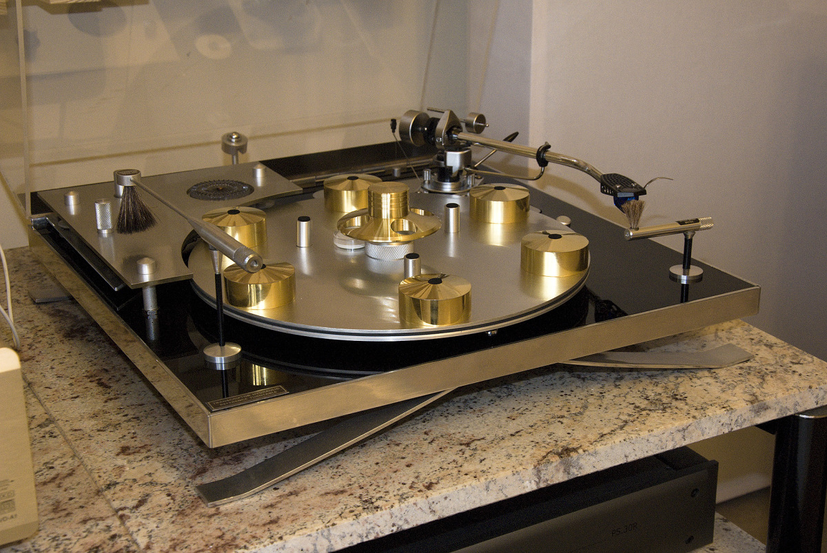 http://audiophilereview.com/images/hifival145a.jpg