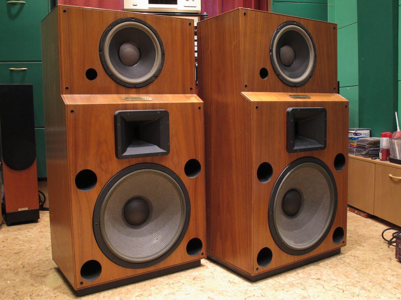 http://audiophilereview.com/images/ssbass142a.jpg